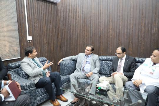Commissioner Bahawalpur Division Visits KFUEIT